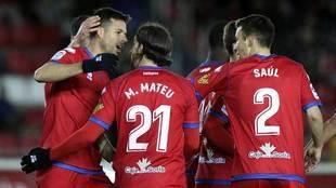 Manu del Moral celebra con sus compañeros el gol del Numancia