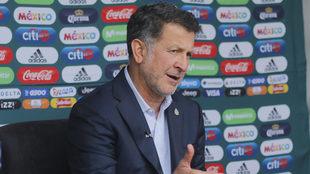Juan Carlos Osorio visita el Olímpico Universitario.