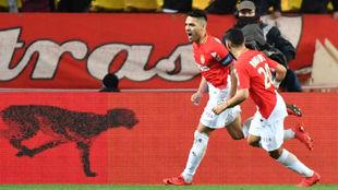 Falcao celebra el que era el empate a dos ante el Lyon