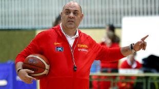 Lucas Mondelo elogió a sus jugadoras al inicio de su concentración