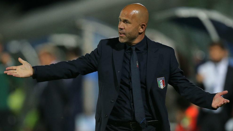 Di Biagio, dirigiendo a la Selección Sub 21 de Italia.
