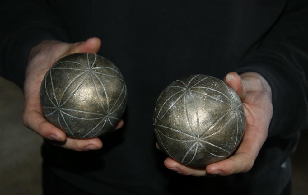 Bolas de 'boule lyonnaise' de Ogier, un juego similar a la petanca