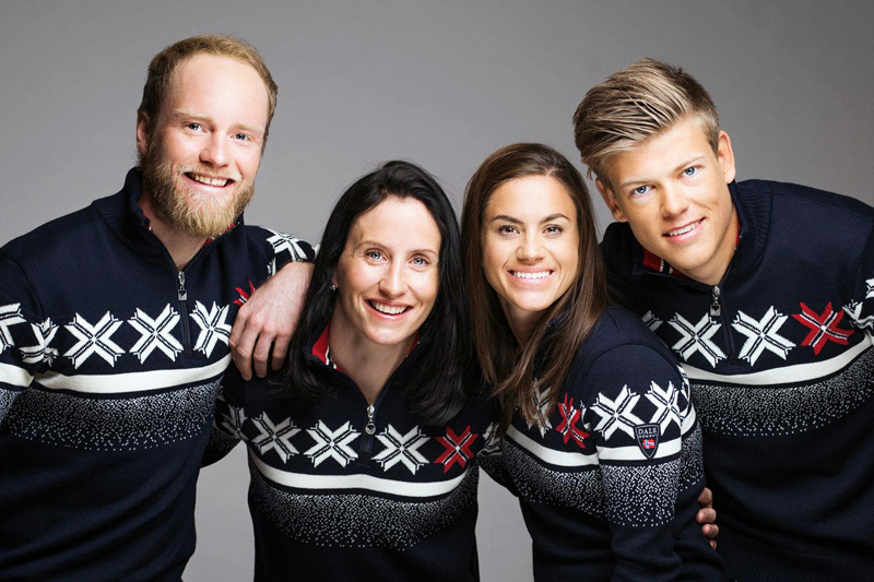 Martin Johnsrud, Marit Bjørgen, Heidi Weng y Johannes Høsflot con el...