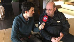 Lucas Mondelo junto a Carlos Santos durante la entrevista