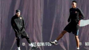 Messi y Yerry Mina, durante un entrenamiento