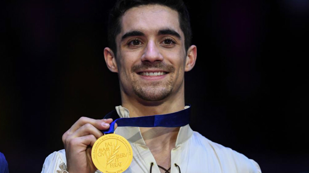 Javier Fernández con la medalla de oro del pasado Campeonato de...
