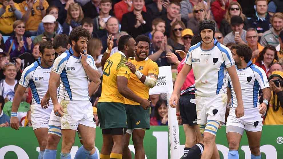 Los jugadores de Uruguay, cabizbajos tras un ensayo de Australia en...
