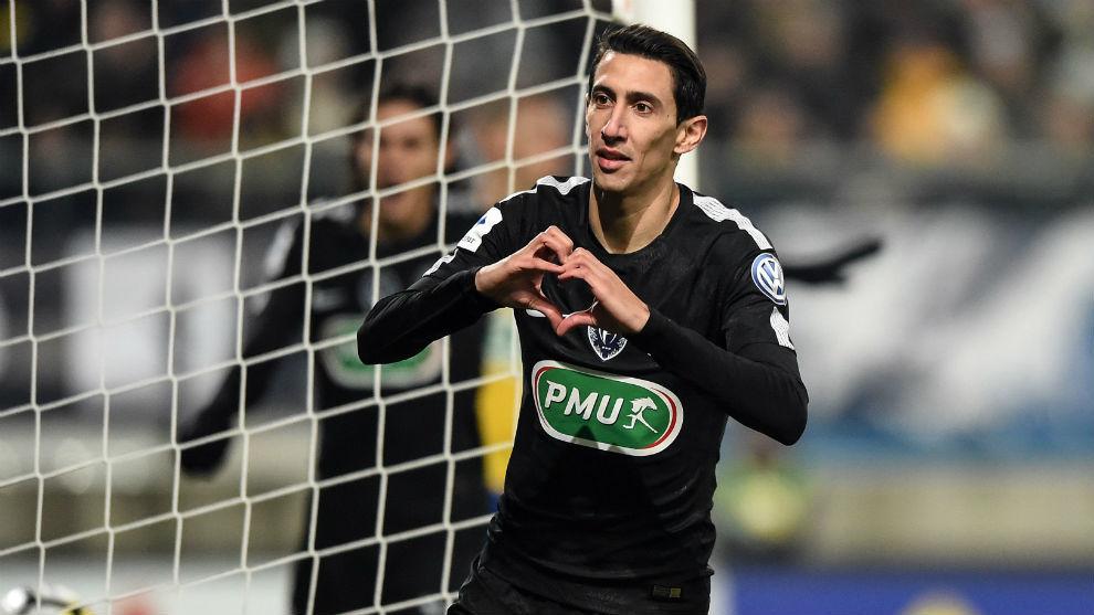 Di María celebra uno de los tres goles logrados en Copa de la Liga...