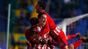 Borja Garcés celebra uno de sus goles con sus compañeros.