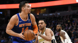 Willy Hernangómez. en un partido con los Knicks.
