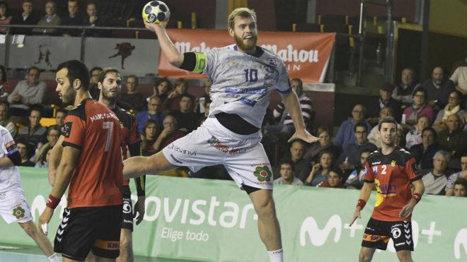 Diego Piñeiro, en un partido con el Ademar