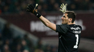Casillas, durante un partido con el Oporto