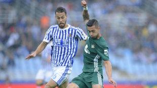 Canales presiona a Sergio León en el último Real-Betis.