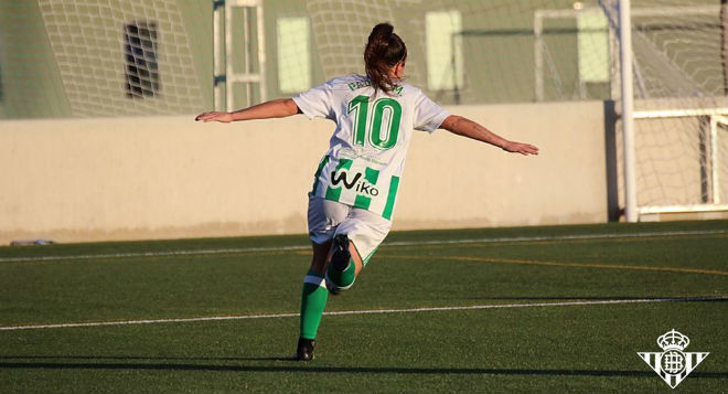 Paula Moreno celebra un gol durante un partido esta temporada.