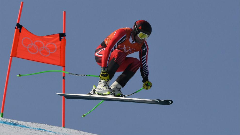 El canadiense Manuel Osborne-Paradis, en pleno vuelo antes de macar el...