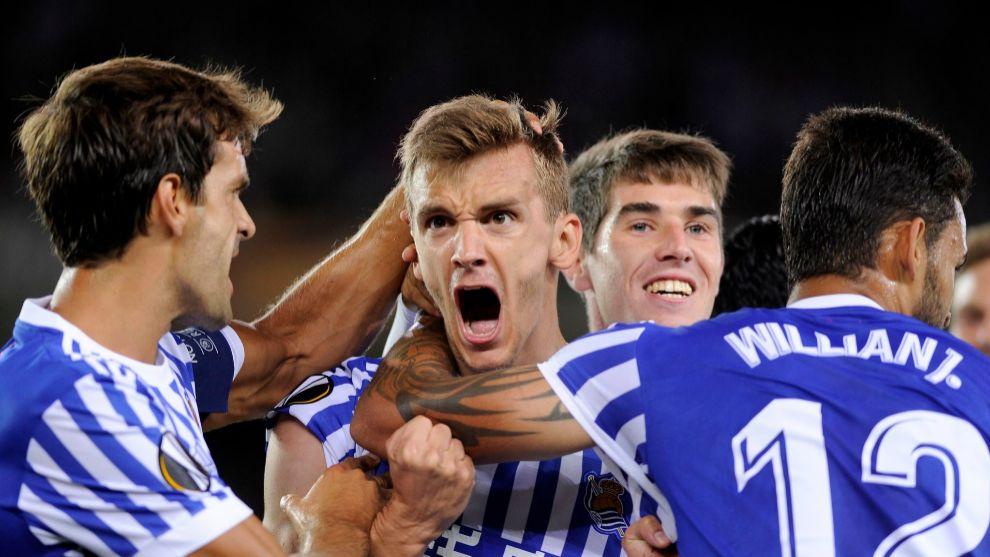 Diego Llorente celebra un gol con la Real Sociedad