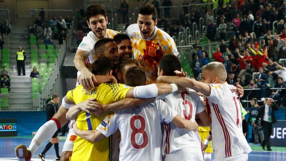 España celebra el gol de Lin que deja a los de Venancio en...