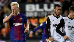 Rakitic celebra su gol contra el Valencia.
