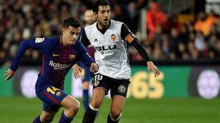 Parejo y Coutinho durante el partido disputado en Mestalla.