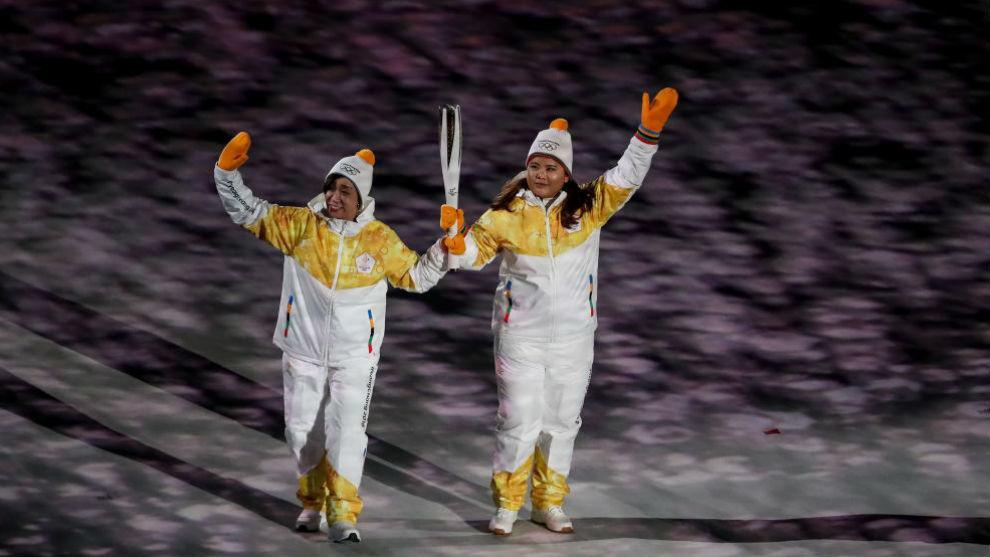 Jong Su Hyon, de Corea del Norte, y Park Jong-ah, de Corea del Sur, se...