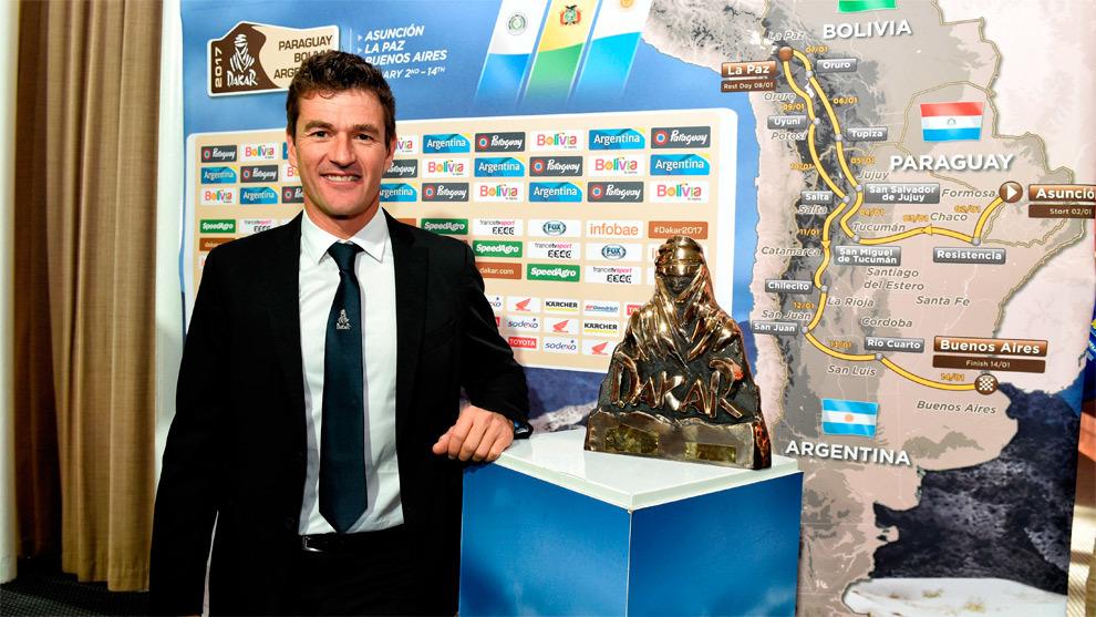 Marc Coma, con el trofeo del Dakar