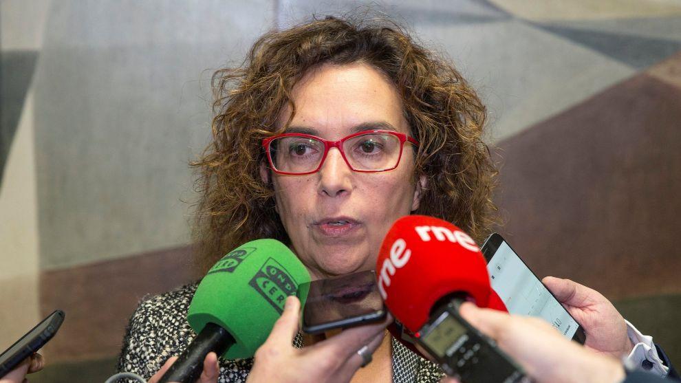 Esther Queraltó atiende a los medios después de la reunión con la...