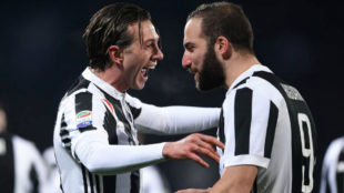Bernardeschi hits free-kick as Juventus win away to Fiorentina