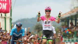 Rigoberto Urán reacciona al superar a Nairo Quintana en Salento.