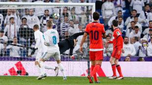 Toni Kroos marca ante la Real Sociedad pese a la estirada de Rulli