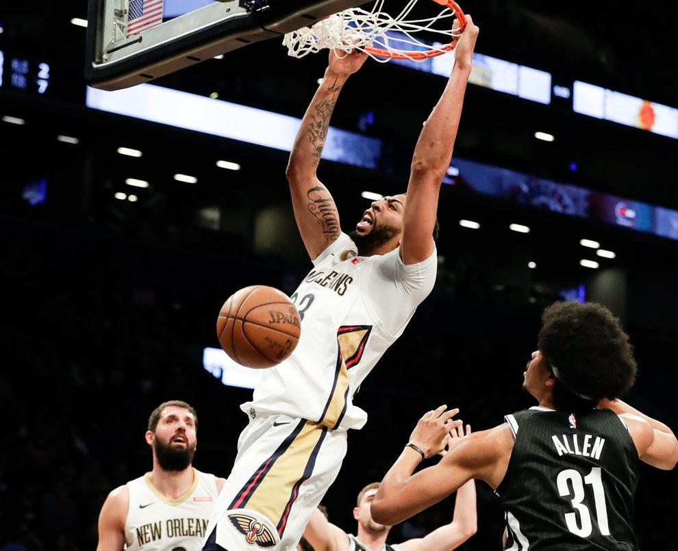 Davis machaca el aro de los Nets