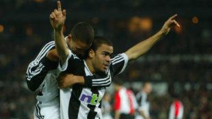 Dyer celebrando un gol con el Newcastle