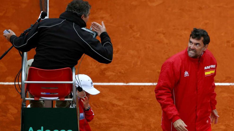 Bruguera protesta al árbitro