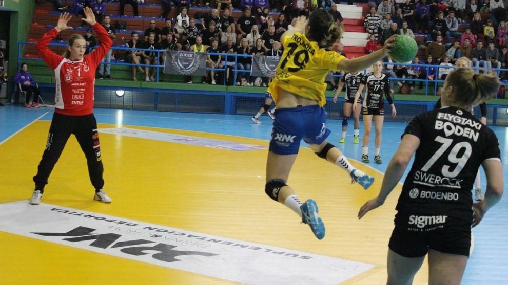 Lance del partido entre el Rocasa Gran Canaria y el Bonden Handboll...