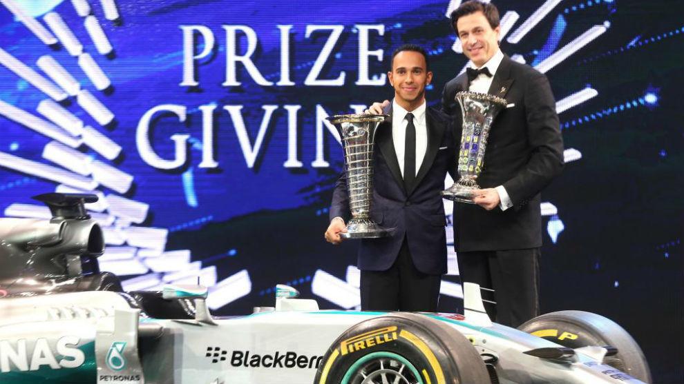 Hamilton y Wolff, en la gala FIA de campeones 2017.
