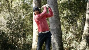 Rafa Nadal golpea a la bola en el campeonato amateur de Baleares