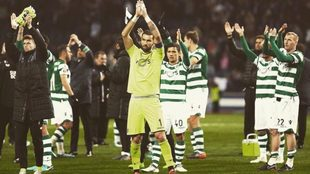 El Sporting celebra el triunfo ante el Feirense