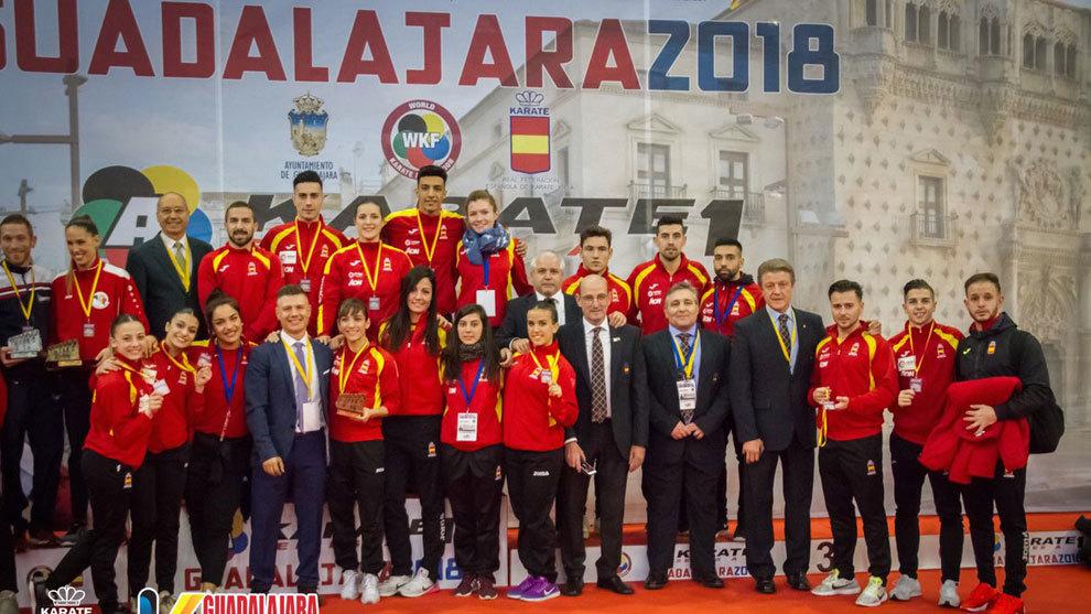 El equipo español de karate posa en Gualajara con las medallas