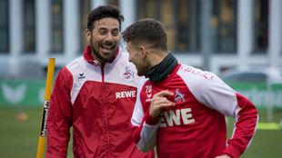 Pizarro bromea durante un entrenamiento.