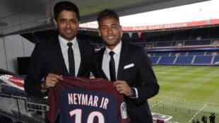 Neymar y Al-Khelaifi, en el Parque de los Príncipes.