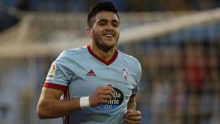 Maxi Gómez celebra uno de sus goles al Espanyol.