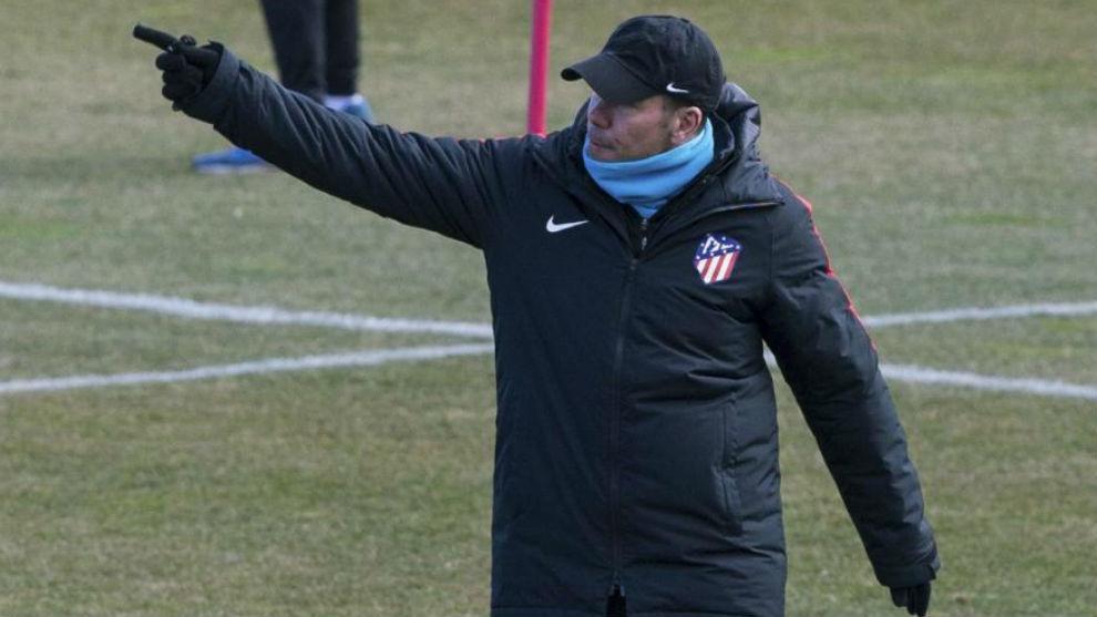 Simeone, durante el entrenamiento de este lunes en el Cerro.