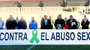 Acto contra el abuso sexual antes del partido entre la Arandina CF y...