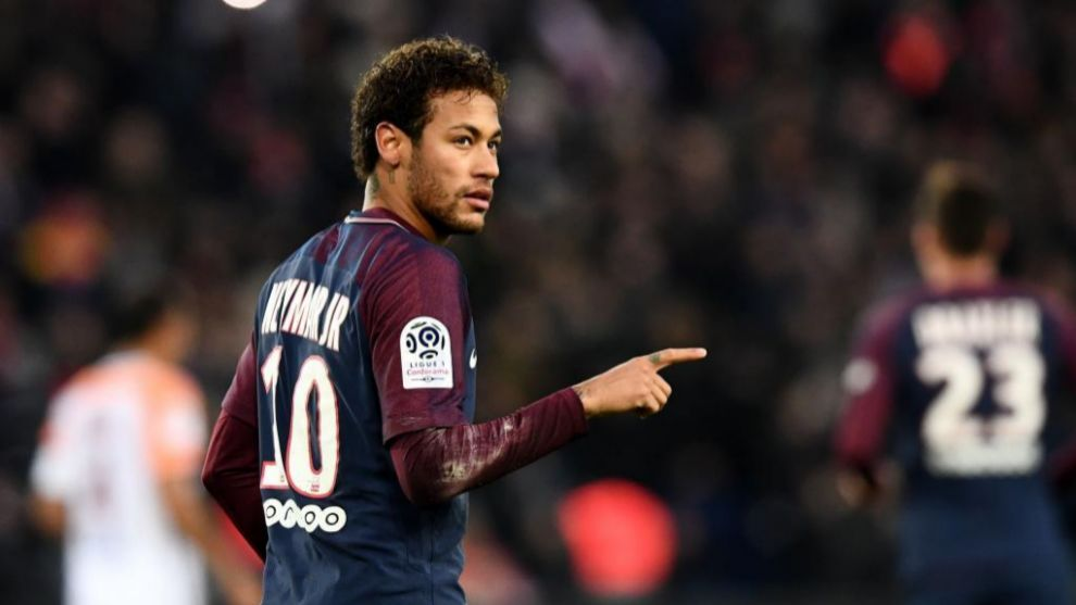 Neymar celebra su gol ante el Montpellier de penalti