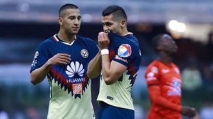 Henry Martín celebra un gol en el Estadio Azteca