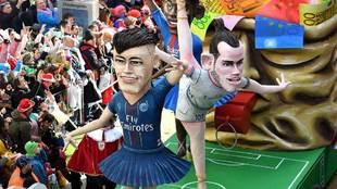 Una carroza con Neymar (PSG), Gareth Bale (Real Madrid) y Ousmane...