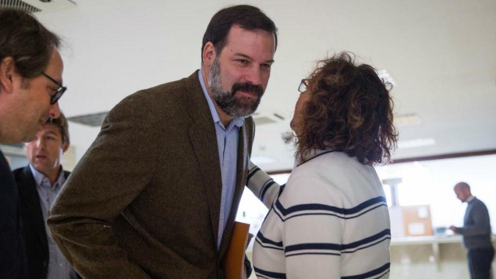 Alfonso Reyes, presidente de la ABP, y Esther Queraltó, secretaria...