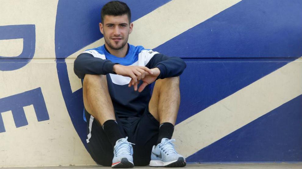Aarón posa para MARCA en la Ciudad Deportiva
