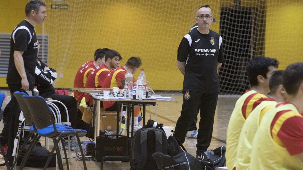 El seleccionador Jordi Ribera, durante un partido entre sus juveniles.