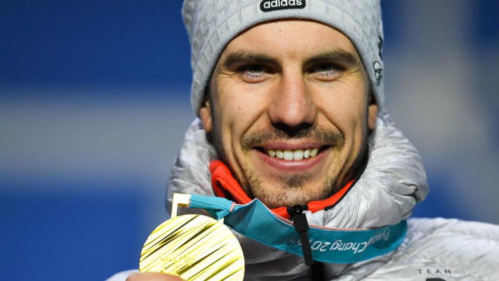 Arnd Peiffer posa sonriente con su medalla de oro