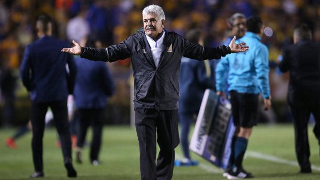 Ricardo Ferretti, en el Estadio Universitario